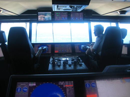 allure-of-the-seas-captain-deck-4
