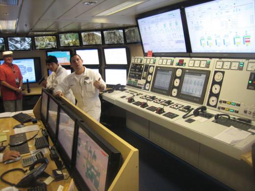 allure-of-the-seas-engine-room-4