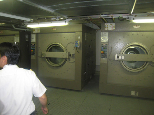 allure-of-the-seas-laundry-area-1