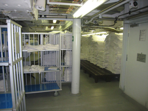 allure-of-the-seas-laundry-area-3