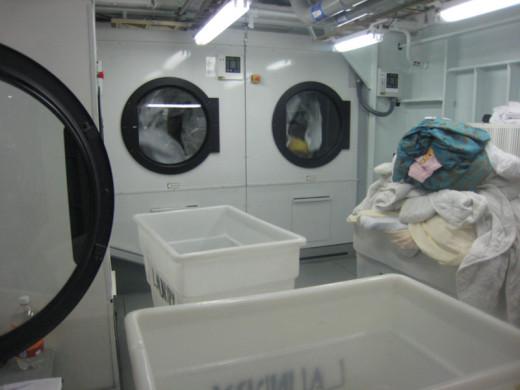 allure-of-the-seas-laundry-area-5