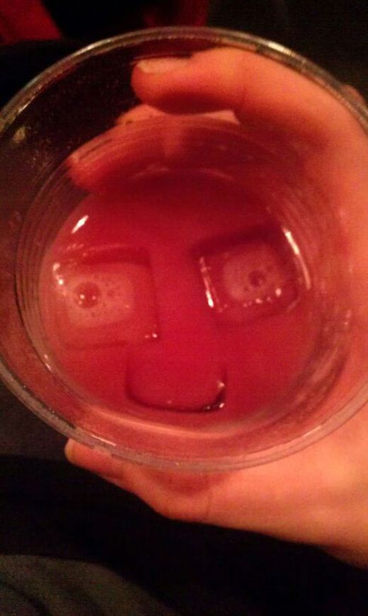 smiling-face-in-drink-ice-cubes_s