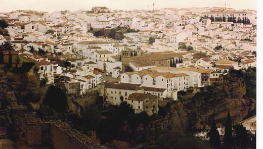 800px-Ronda_-_city_view