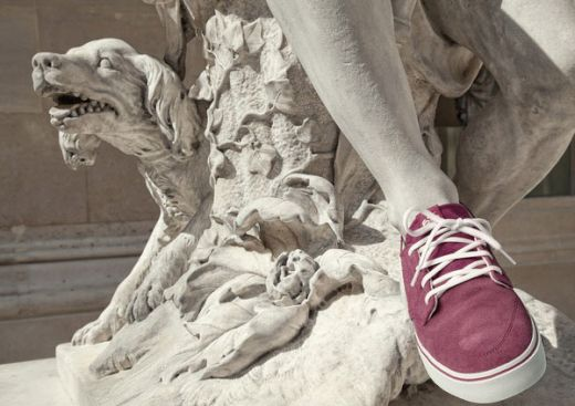 classic-statues-in-modern-clothes-leo-caillard-alexis-persani-4_s