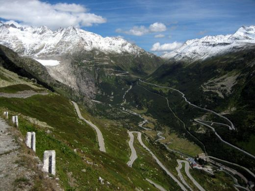 furkapassroute-in-switzerland-as-seen-from-grimselpassroute_s