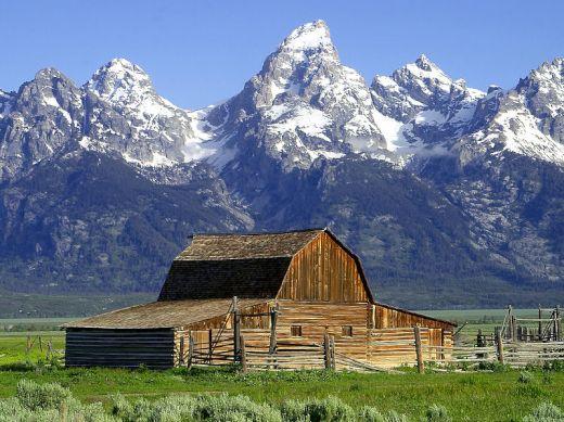 john-moulton-barn-mormon-row-grand-tetons-wyoming_s
