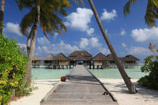 maldives-resorts-on-the-water-stilt-houses-1_s