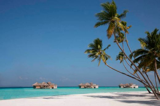 maldives-resorts-on-the-water-stilt-houses-4_s