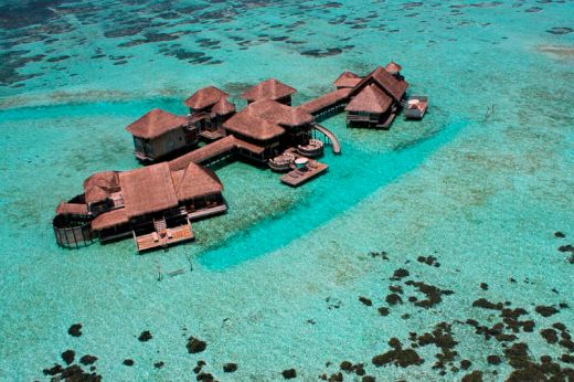 maldives-resorts-on-the-water-stilt-houses-7_s
