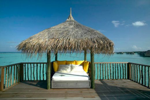 maldives-resorts-on-the-water-stilt-houses-9_s