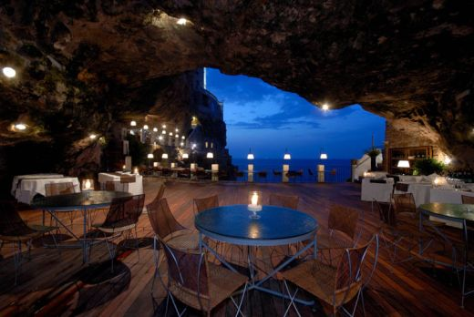 restaurant-inside-a-cave-cavern-itlay-grotta-palazzese-2_s