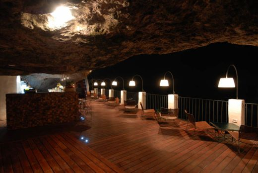 restaurant-inside-a-cave-cavern-itlay-grotta-palazzese-5_s
