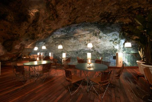 restaurant-inside-a-cave-cavern-itlay-grotta-palazzese-6_s