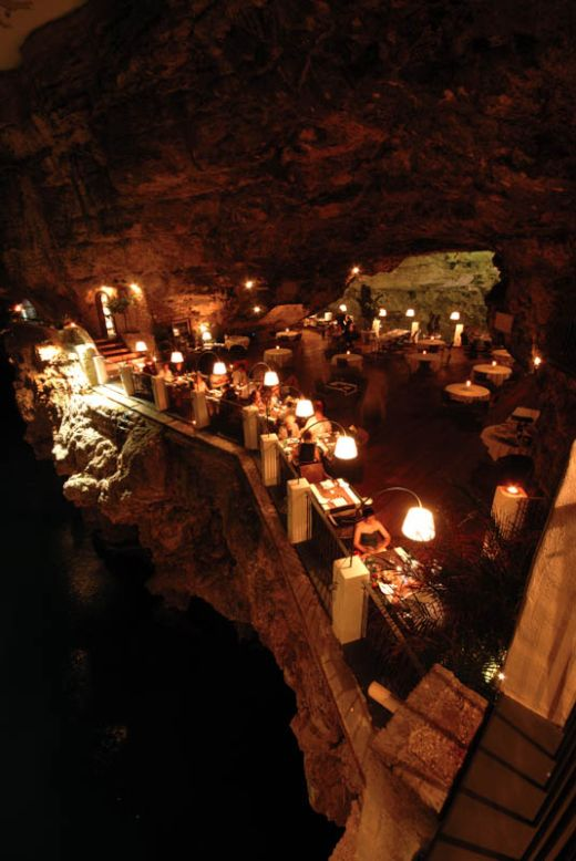 restaurant-inside-a-cave-cavern-itlay-grotta-palazzese-9_s
