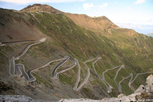 stelvio-pass-eastern-alps-italy_s