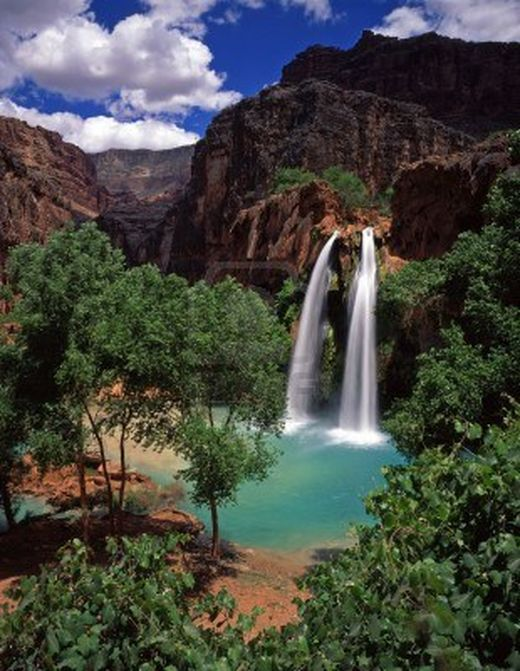 813392-havasu-falls-on-the-havasupai-indian-reservation-located-in-the-grand-canyon-arizona_s