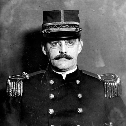 Alfred-Dreyfus-1910-600x600_s