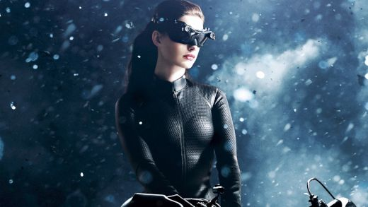 Catwoman-Anne-Hathaway_1600x900_s