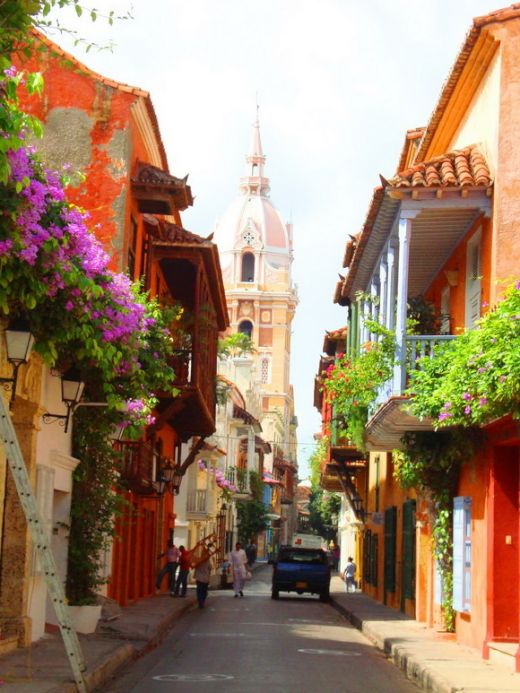colorful cartagena street_s