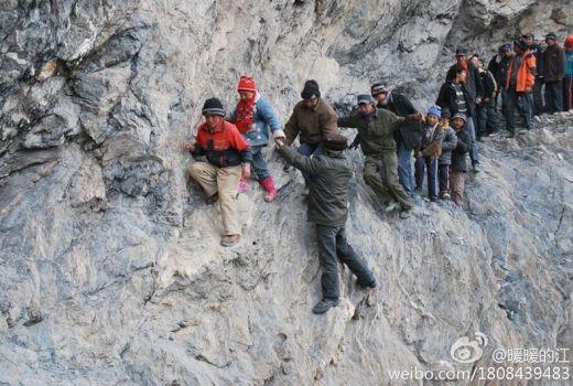 risking-lives-for-school-2[6]_s