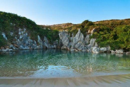 Gulpiyuri-Beach4-550x367_s