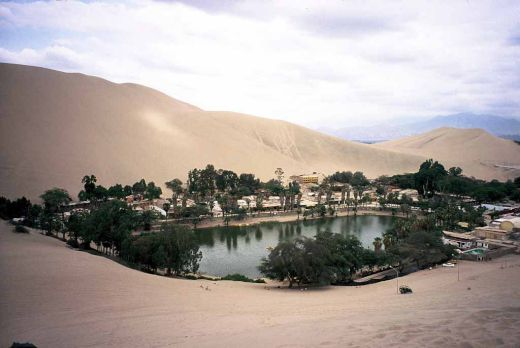Huacachina-Oasis-in-Peru_s