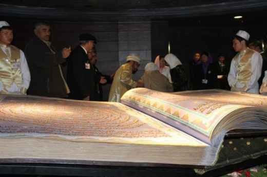 Unveiling-ceremony-of-the-worlds-largest-Holy-Quran-8-600x399_s