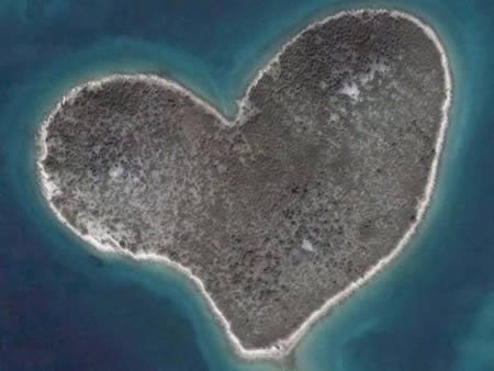 a96849_a522_14-heart-shaped-island