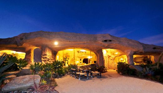 the-flintstones-home-in-malibu-owned-by-dick-clark-2_s