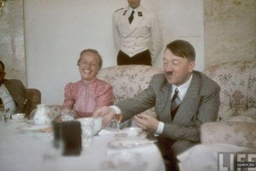 アドルフ・ヒトラーの生涯:様々な場面の画像集【カラー写真】