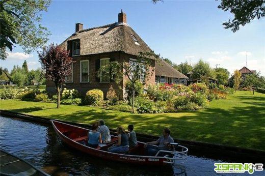 道路のない美しい水路の村 ヒートホールン村【オランダのベネチア】