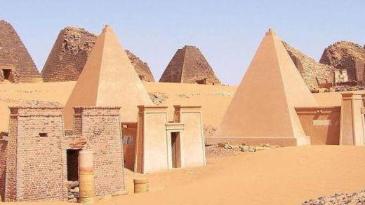 NubianMeroePyramids_s