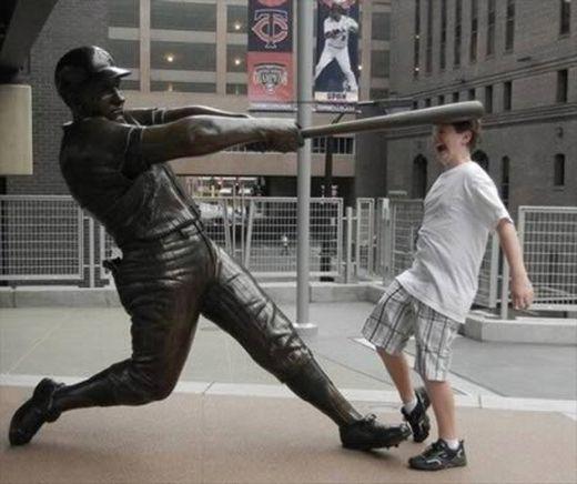 a98585_statue-mischief_4-baseball_s