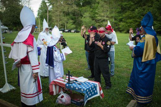【KKK】クークラックスクランの日常風景を撮影した貴重な写真集
