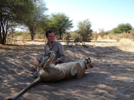 lion-whisperers-modisa-botswana-by-nicolai-frederk-bonnen-rossen-23_s