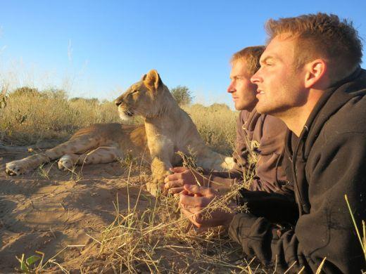 lion-whisperers-modisa-botswana-by-nicolai-frederk-bonnen-rossen-5_s