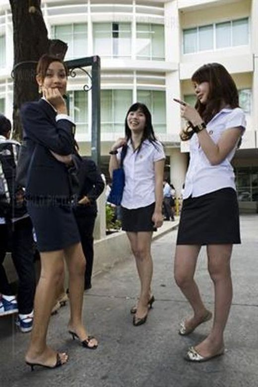 university_for_ladyboys_640_13_s