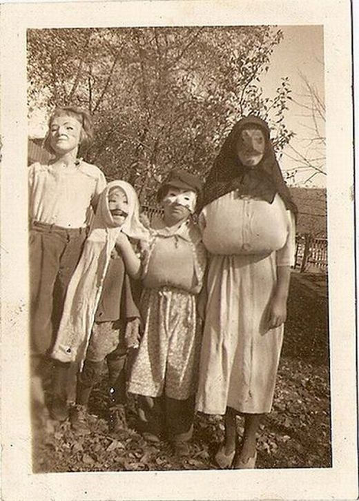 vintage_halloween_costumes_12_s