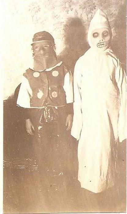 昔のハロウィンの仮装が不気味で怖すぎる!!【画像集】
