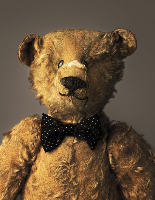 much-loved-teddy-bears-and-stuffed-animals-mark-nixon-3[1]