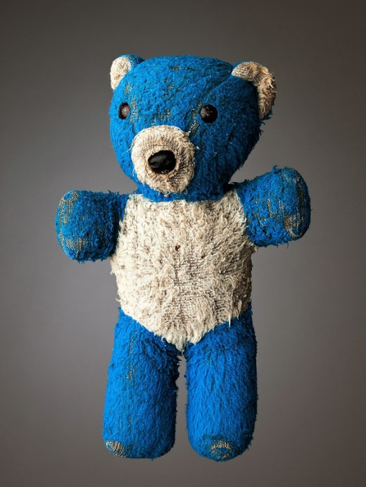 much-loved-teddy-bears-and-stuffed-animals-mark-nixon-4[1]