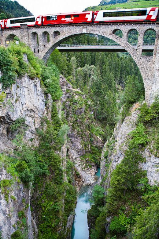 rhaetian-railway-albula-bernina-glacier-express-bernina-express-unesco-10[1]