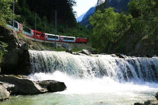 rhaetian-railway-albula-bernina-glacier-express-bernina-express-unesco-9[1]
